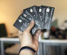 Кредитки в руке